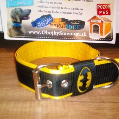 SE3. Čierno-žltý obojok BATMAN