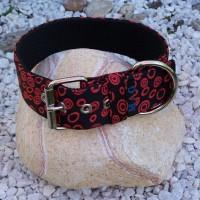S4. Čierny saténový obojok s červenými krúžkami