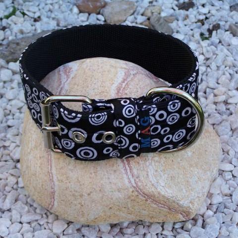 S3. Čierny saténový obojok s bielymi krúžkami